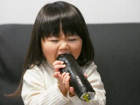 節分 巻き寿司 巻きずし 太巻き 恵方巻き 丸かじり 子供 子ども 幼児 女児 日本人 susi 寿司 sushi kids girl japanese food 丸かぶり 女の子