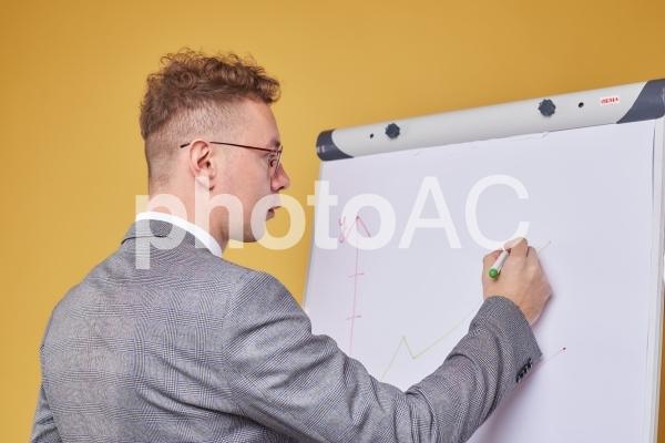 ホワイトボードとビジネスマン27の写真