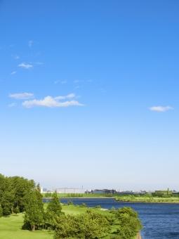 自然 植物 空気 草 空 青空 木 クリーン エコロジー 河 川 河川 草原 青 緑 芝 芝生 丘 シンプル 広大 さわやか 爽やか 爽快 鮮やか すがすがしい 気持ちいい 雲 気持ち良い 晴れ 天気 ナチュラル グリーン 黄緑 新緑 明るい 葉っぱ はっぱ 風景 エコ 環境 eco eco いやし リラックス リラクゼーション やすらぎ 安らぎ マイナスイオン 健康 背景 背景素材 テクスチャ テクスチャー バックグラウンド 縦 たて タテ 縦長