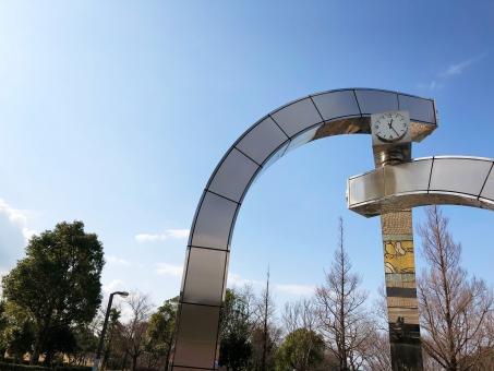 公園のオシャレな時計の写真