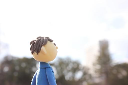 クレイ クレイアート クレイドール ねんど 粘土 クラフト 人形 アート 立体イラスト 粘土作品 人物 ビジネスマン ビジネス 働く人 サラリーマン 仕事 屋外 外 空 青空 ビル 公園 都会 休憩 昼休み