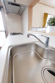 キッチン 住宅 コンロ 厨房 住居 住まい 新築 新居 ガスコンロ リフォーム ガラストップ 水 蛇口 流し シンク 水回り 流し台 換気扇 システムキッチン