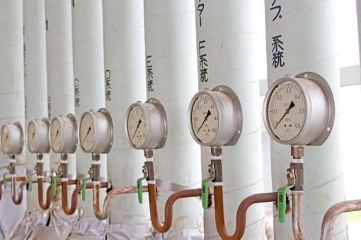 計器 バルブ メーター 圧力メーター 圧力計 複数 沢山 たくさん 並び 計測 計測メーター 計器類