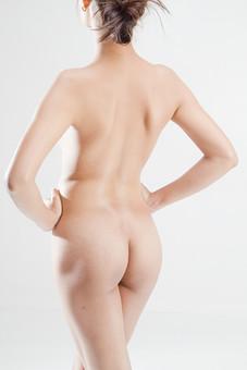 人物 女性 ヌード 裸 体 ボディ 全裸 エステ 美容 健康 ダイエット シェイプアップ ボディケア 肌 プロポーション 理想 セクシー 美しさ ボディライン 美肌 魅力 中肉中背 くびれ ポーズ 背中 お尻 ヒップ 後姿 後ろ向き モデル デッサンモデル 絵画モデル 美術 白背景 スタジオ撮影