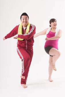 日本人 女性 男性 二名 二人 男女 カップル 友人 友達 仲間 ぽっちゃり 肥満 ダイエット 痩せる 痩せたい 目標 ビフォー アフター 太っている 太り気味 メタボ メタボリックシンドローム 脂肪 体系 ボディー 白バック 白背景 エクササイズ 運動 ダンス ジャージ トレーニング 頑張る タオル 汗をかく エアロビクス 楽しむ 全身 mdjf020 mdjm017