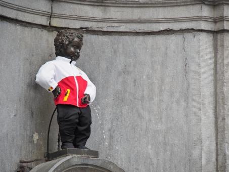 オリンピック 小便小僧 ベルギー ブリュッセル リオ 五輪 2016 開会式 ベルギー代表 ユニフォーム ジャージ 銅像 観光 旅行 服 ヨーロッパ