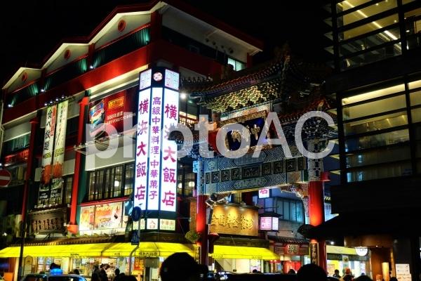 横浜中華街の正門の写真