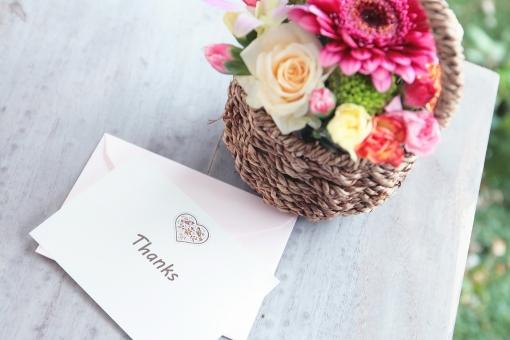 ありがとう 感謝 有難う 気持ち お礼 一言 伝言 メッセージ 花 バスケット 花かご メッセージカード あいさつ 封筒 英単語 英語 単語 ガーベラ バラ 植物 ブーケ
