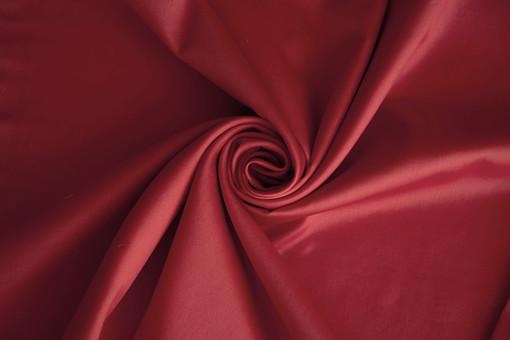 布 生地 織物 背景 背景素材 バック バックグラウンド 素材 テクスチャ テクスチャー 壁紙 布地 無地 テーブルクロス しわ 渦巻き 巻く ドレープ サテン 光沢 なめらか 滑らか ツヤ 艶 つや 高級感 ゴージャス 豪華 パープル バイオレット 紫 むらさき 紫色 赤 レッド ワインレッド ワイン