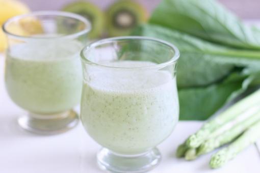 スムージー ジュース 青汁 健康 ヘルス 飲み物 野菜 グリーンスムージー 果物 キウイ 小松菜 バナナ アスパラガス