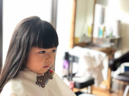 美容室と少女_01の写真