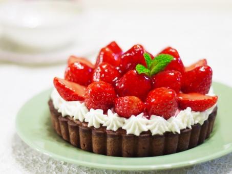 苺 いちご イチゴ タルト ケーキ 焼き菓子 生クリーム デザート スイーツ 手作り チョコタルト タルト生地 タルト型 甘い 可愛い 小麦粉 砂糖 カロリー ストロベリー クリスマスケーキ