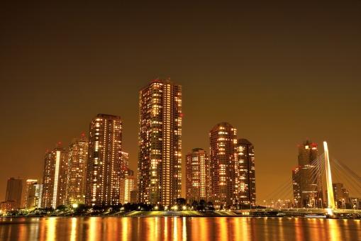 東京 リバーシティ 高層ビル 高層マンション 夜景 都会 TOKYO 摩天楼 Gold 金 ゴージャス ビル 川岸 隅田川 高い 反射 住居 建物 コピースペース 景色 綺麗 大川端 日本