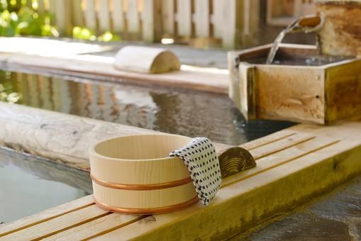 温泉の桶と手ぬぐい6の写真