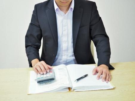 男性 男 スーツ 電卓 計算機 計算器 ボールペン ペン 帳簿 記帳 簿記 レシート 領収書 計算 確定申告 税 税理士 会計士 公認会計士 事務員 パート