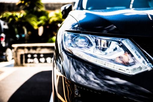 ヘッドライト 照明 led ハイビーム 明かり 駐車 パーキング 車 乗用車 自動車 カー 黒 艶 高級車 コーナーセンサー 停める 停車 走る