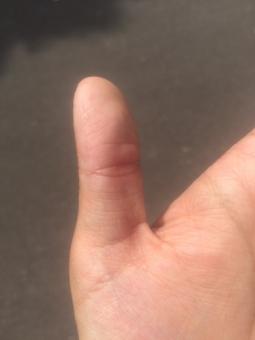 指 フィンガー finger 親指 thumb いいね good グッジョブ ナイスジョブ バッチリ 完璧 手のポーズ ジェスチャー 親指を立てる 親指立て 左手 健康 血管 占い 手の平 ハンドパーツ てのひら 指紋 関節 手汗 皮膚 スキン 肌 ハンドケア 平手 美容 保湿 乾燥 肌色 ゆび て 手荒れ 男性 手 手のひら 素手 素肌 手入れ