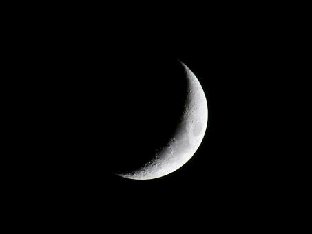 三日月(月齢5.1)の写真