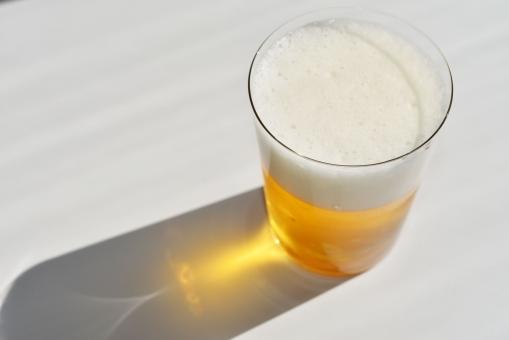 ビール びーる 麦酒 Beer 飲み物 酒 お酒 生ビール ビールと影 ビア ビアホール ビアガーデン 黄色い飲み物 麦芽 泡 あわ