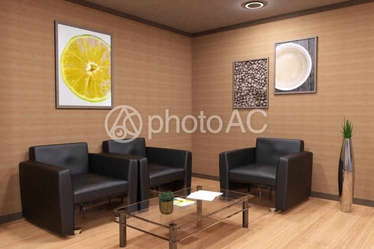 木目調の落ち着いた雰囲気の待合室2の写真