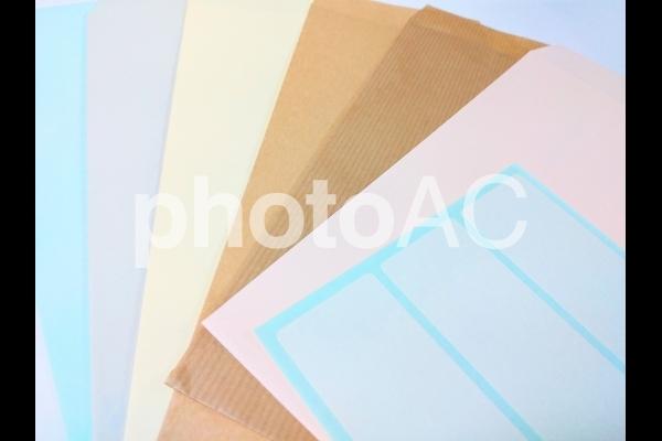 宛名シールと封筒の写真
