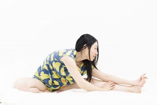 若い 人物 日本人 座る 休憩 女 女性 女子 部屋 リラックス ライフスタイル 屋内 ポーズ ポートレート 美容 健康 カジュアル 明るい ストレッチ 姿勢 伸ばす 運動 トレーニング 筋肉 体操 かわいい 家 女の子 疲れ 休む 疲労 素材 1人 休息 人 可愛い 余白 ベッド 背景素材 エクササイズ 伸び リフレッシュ シーツ 体幹 寝室 動かす 疲れる ベッドルーム 筋肉痛 ブログ素材
