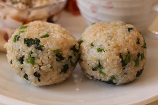 玄米 おにぎり からし菜 青菜 漬物 和食 ランチ おうちごはん 昼ごはん 玄米菜食 手料理