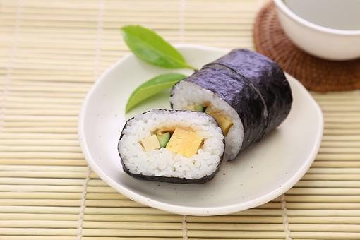 食事 食べ物 文化 寿司 のり巻き 巻き物 恵方巻 巻寿司 太巻 まきずし のりまき まき寿司 和食 食べ物 断面 並べる 海苔 具 海苔巻き 中身 酢飯 海苔巻 のり巻 まきすし シャリ しゃり 米 たまご 玉子 卵 タマゴ キュウリ きゅうり 高野豆腐 すだれ 巻きす