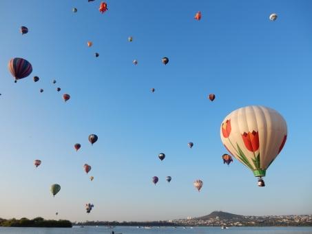 青空 気球 チューリップ 風景 海外