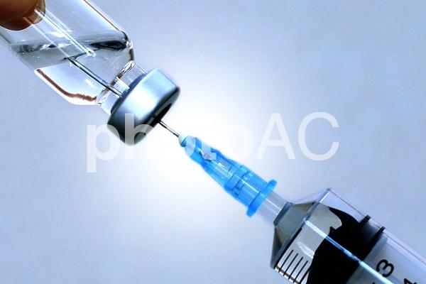 注射器と薬の写真