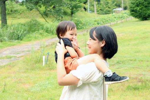 子供とお母さんの写真