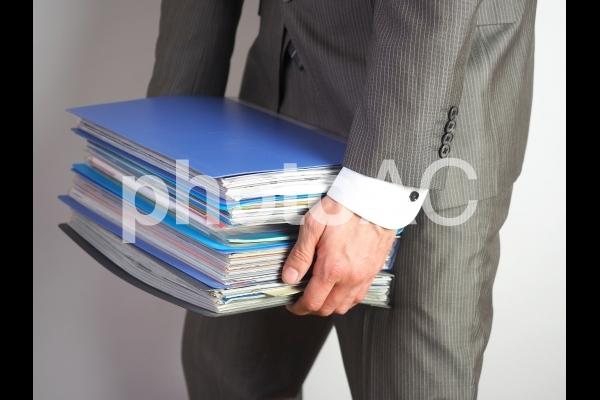 ビジネスマン【残業を押し付けられる男性】の写真