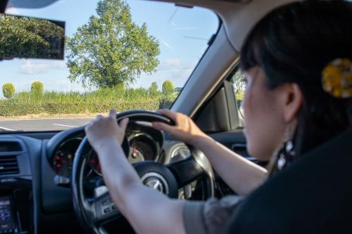 女性ドライバーの写真