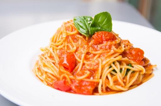 食事 トマト デート ディナー ランチ 外食 ふっくら 皿 洋食 イタリア料理 イタリアン トマトソース バジル トッピング パスタ スパゲティー グルメ 気分転換 出来たて 焼き立て トマトベース スパゲッティーニ 自粛解禁