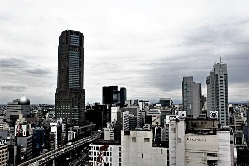 廃れる 廃墟 町 街 街並み 町並み 都会 都内 東京 東京都 暗い 暗雲 ネガティブ 経済力 低下 停滞 雲 曇り 曇り空 曇天 暗闇 闇 嫌な バブル崩壊 失われた20年 失われた20年 世界経済 経済 経済危機 危機 リスク ジレンマ 渋谷 渋谷区 展望 見晴らし 景色 景観 背景 展望台 経済停滞 ビジネス ビジネスイメージ 都市 風化 廃る ゴーストタウン 朽ちる 失速 凋落 栄枯盛衰 栄枯 デフレ デフレーション 低迷 競争力 日本経済 現代社会 社会 金融危機 問題 高齢化 高齢化社会 少子高齢化 不安 心配 不良債権 借金 伸び悩み 遺産 債務 企業 会社 オフィス オフィスビル 下落 赤字 倒産 労働市場 労働 市場 不況 不景気 リーマンショック 震災 関東大震災 不吉 恐怖 災難 被災 老朽化 値上げ 増税 不幸 不幸せ 低水準 円高不況 円高 崩壊 不動産バブル 不動産 タワー タワーマンション マンション 暴落 落ち込む デフォルト 大恐慌 恐慌 首都圏 首都 関東 地震 災厄 国際競争力 天災 治安 悪化 灰色 灰 人口減少 貧困 貧乏 老後 格差 格差社会 孤立 下流 下流老人 孤独死 鬱 うつ病 うつ 破産 ストレス ストレス社会 破綻 ワーキングプア 貧しさ 貧しい ビュー 俯瞰 眺める 眺望 眺め 質素 嵐 雨雲 台風 sjk23