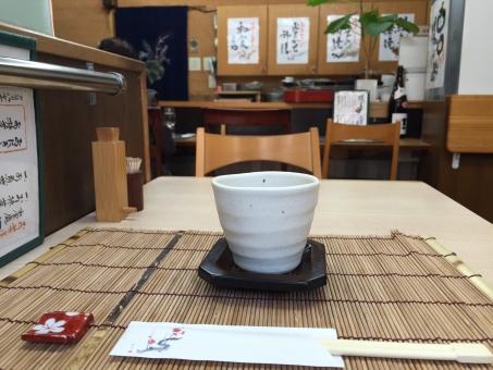 和食 和食や 和食屋 定食 定食や 定食屋 お茶 日本茶 箸 箸置き はし置き 店内 テーブル 割り箸 わりばし