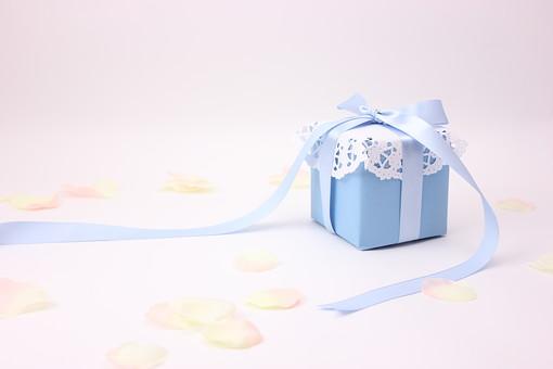 プレゼント ギフト リボン りぼん 箱 誕生日 イベント 手作り 記念日 記念 バレンタインデー バレンタイン ラッピング ギフトボックス 包装 包装紙 レース 水色 青 ブルー ブライダル ウェディング 花 花びら ホワイトデー