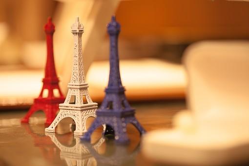 インテリア おしゃれ 飾り デザイン 置物 オブジェ パリ エッフェル塔 テーブル 食卓 室内 屋内 リビング 部屋 赤 白 青 ロマンチック 西洋 洋風 外国 素敵 ステキ 装飾 オーナメント