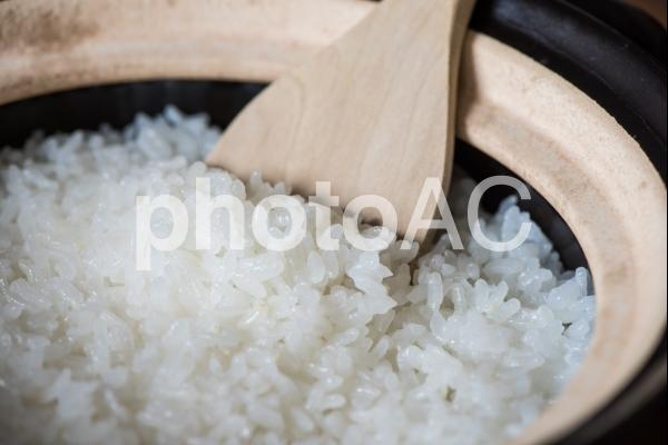 土鍋で炊いた白米の写真