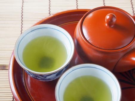 緑茶 煎茶 green tea 日本茶 日本 和 急須 茶碗 茶器 湯のみ 湯呑み 煎茶道 お茶 茶 飲み物 食後 一服 一休み 冬 茶色 液体 和風 古風 小物 teapot 陶磁器 横手 コップ cup japan 湯気