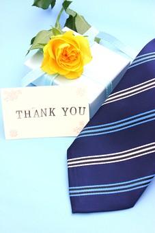 父の日 イベント プレゼント ギフト 行事  花 フラワー 生花 バラ ばら 薔薇 明るい さわやか 爽やか  花束 黄色 青色 水色 6月 六月 感謝 贈る 青バック リボン ありがとう THANK YOU thank you カード メッセージ メッセージカード ネクタイ 箱