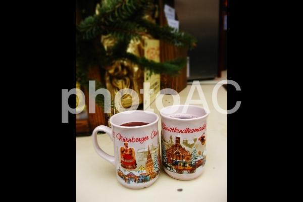 ドイツ ニュルンベルク クリスマスマーケットでのグリューワインの写真