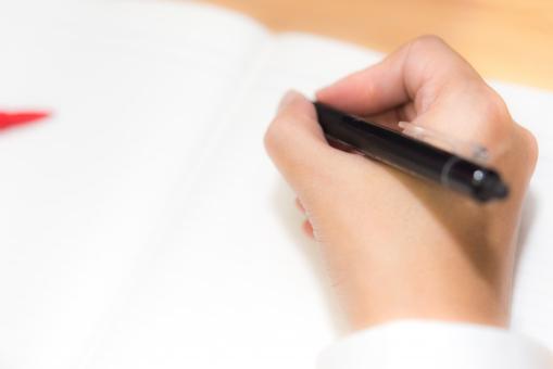 勉強 努力 手 ノート メモ 男性 ペン 試験 学生 受験 コピースペース 大学 赤ペン 高校 会社員 書く 学校 センター試験 学習 夢 願い 目標 目的