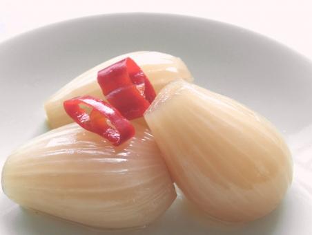 らっきょう ラッキョウ 漬物 漬け物 漬けもの つけもの 6月 六月 食べもの 食べ物 たべもの 和食 和 和風 日本食 らっきょ 酢っぱい 酸味 すっぱい 食べる 食 保存食 手作り ラッキョ 食品 グルメ food フード 食材 素材 日本 japan ジャパン 昔ながら 箸休め