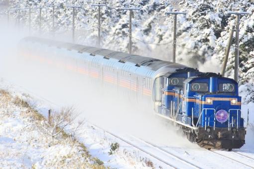 寝台特急 カシオペア 寝台列車 夜行列車 ブルートレイン ディーゼル機関車 DD51 E26系 客車 JR北海道 雪 雪景色 JR東日本 鉄道写真 列車 冬 積雪 大雪