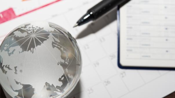ビジネスマン カレンダー ペン 会社員 予定 ワールド 世界 アース 手帳 アドレス 国際 働く 地図 アナログ 仕事 外資系 旅行 留学 海外 時差
