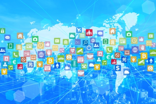 青いビジネス街と世界的アプリネットワークの抽象背景素材の写真