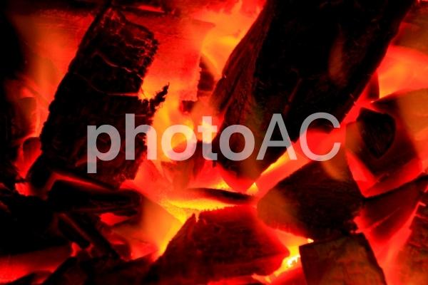 炭火の写真