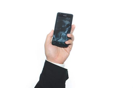 手 ハンド ハンドパーツ ボディパーツ 人物 指 手元 手首 ジェスチャー 身振り 肌 人肌 腕 パーツ 部位 白バック 白背景 コピースペース テキストスペース 片手 片腕 持つ スーツ 仕事 ビジネス シャツ スマートフォン アンドロイド Android 携帯電話 左手