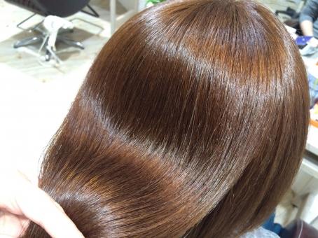 女性 ヘアスタイル 流行 床屋 美容院 屋内で 髪 髪型 はさみ 人 美容師 大人 女の子 家族 美容 トリートメント ヘアカラー